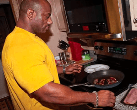 dexter jackson eating